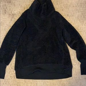 Cozy Athleta pullover Sherpa with thumbholes
